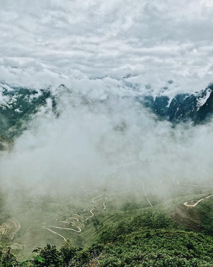 The ideal time to hunt clouds on the top of Ma Pi Leng