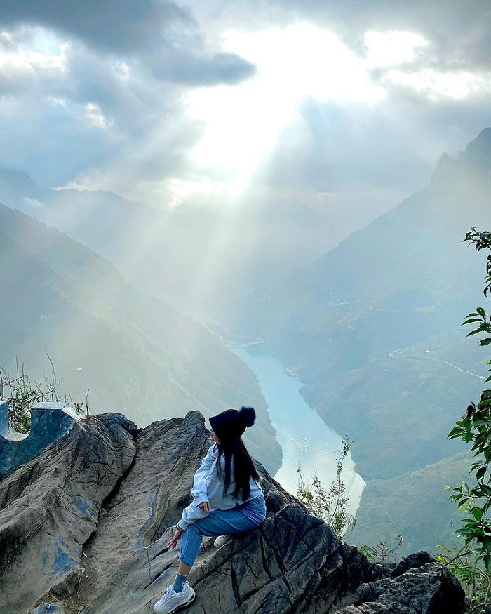 Hunting clouds on the top of Ma Pi Leng - the beauty holds your breath