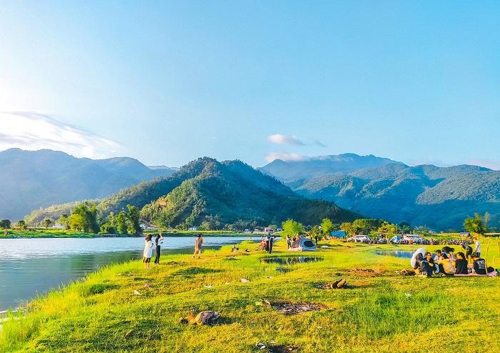 Cắm trại ở dòng sông Cu Đê