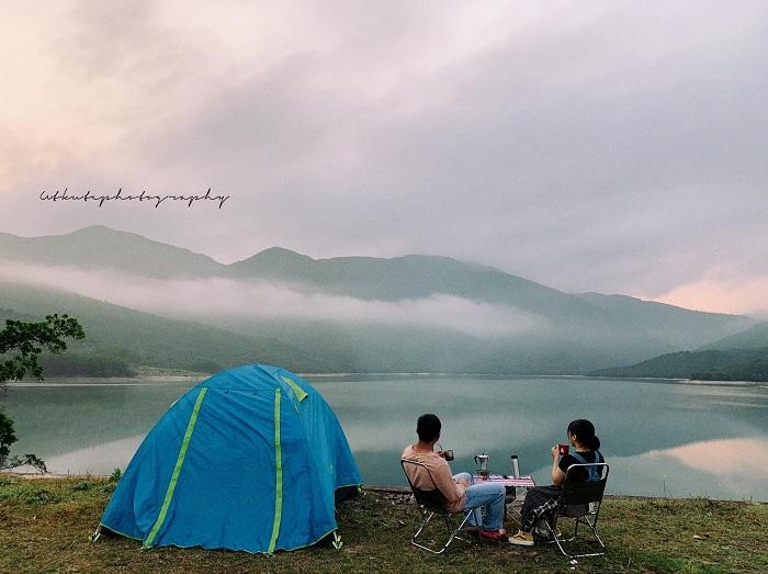 sáng sớm - thời điểm đẹp tại Hồ Long Mỹ