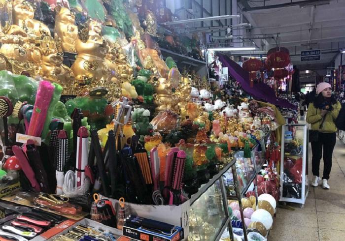 chợ đêm Kỳ Lừa - đủ các loại hàng hóa