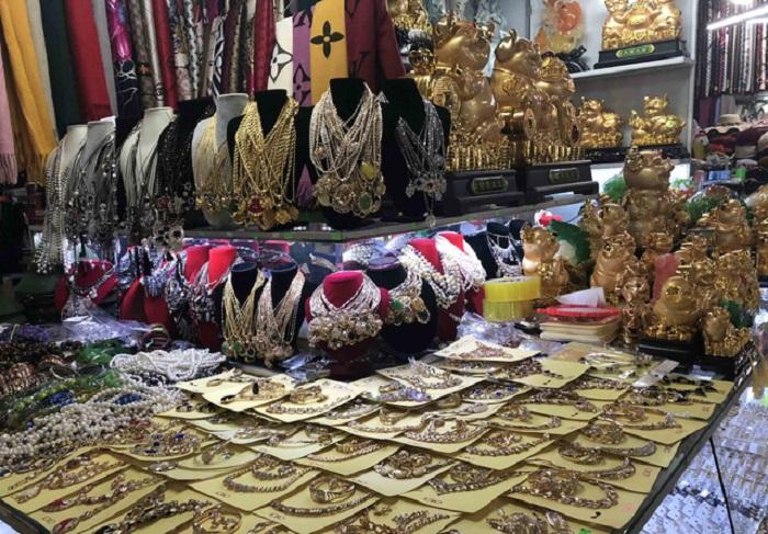 chợ đêm Kỳ Lừa - đồ trang sức