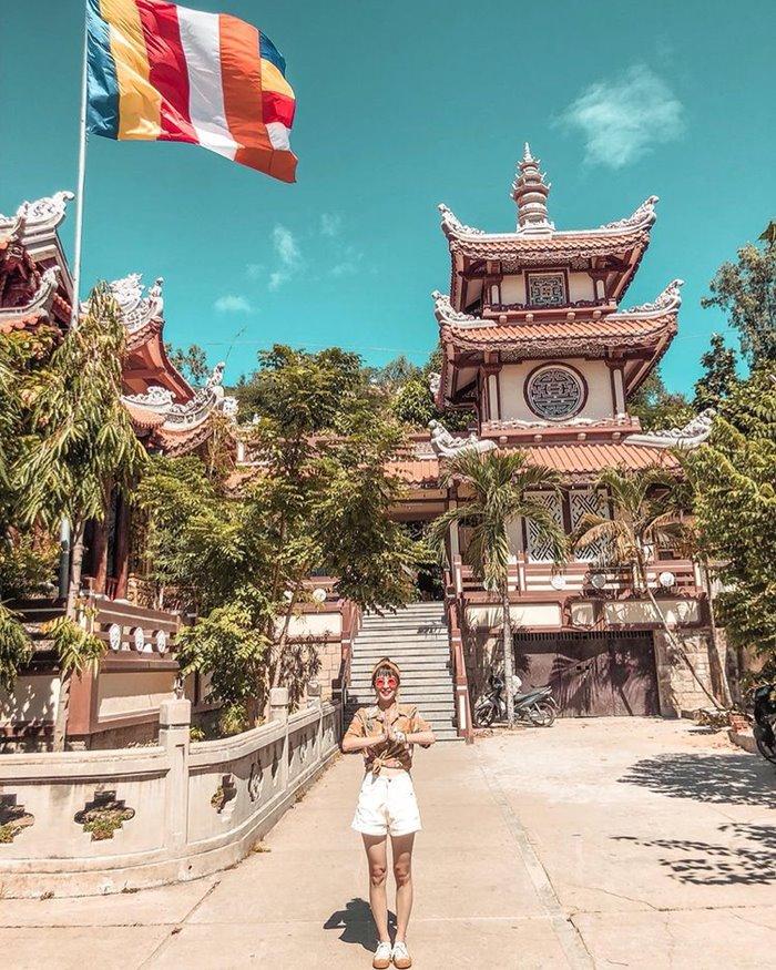 LOCATION Long Son Pagoda