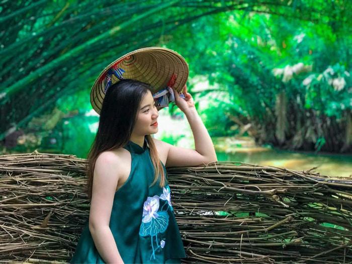 Visiting Bamboo Garden eco-tourism area - Take a photo