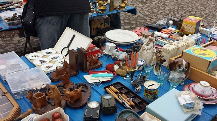 Chợ Elbeflohmarkt - Cửa hàng bán đồ lưu niệm ở Dresden