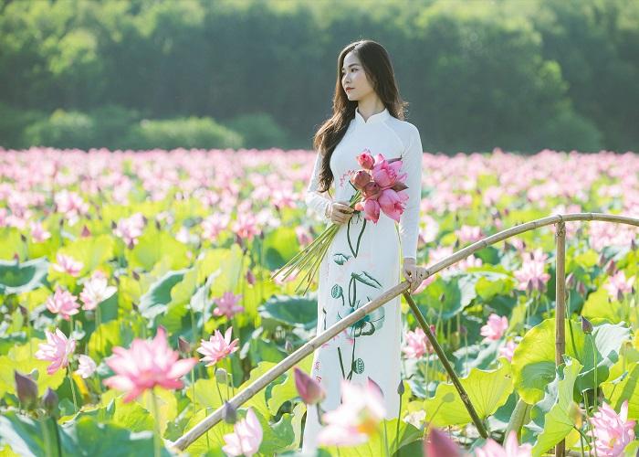 Đầm sen Trường Phước - chụp hình cùng áo dài