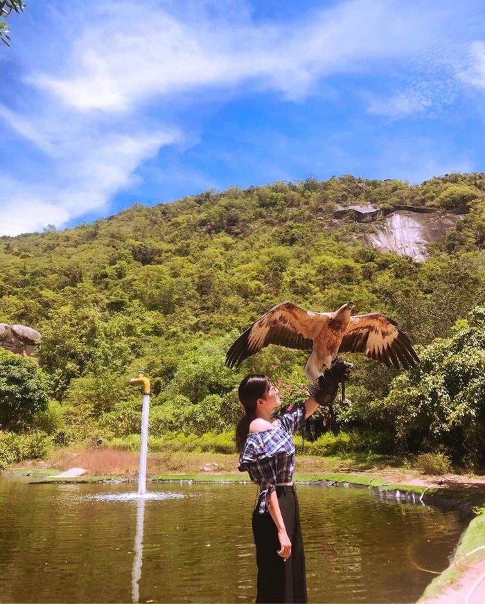 Hồ nghinh xuân ở đảo Hoa Lan Nha Trang