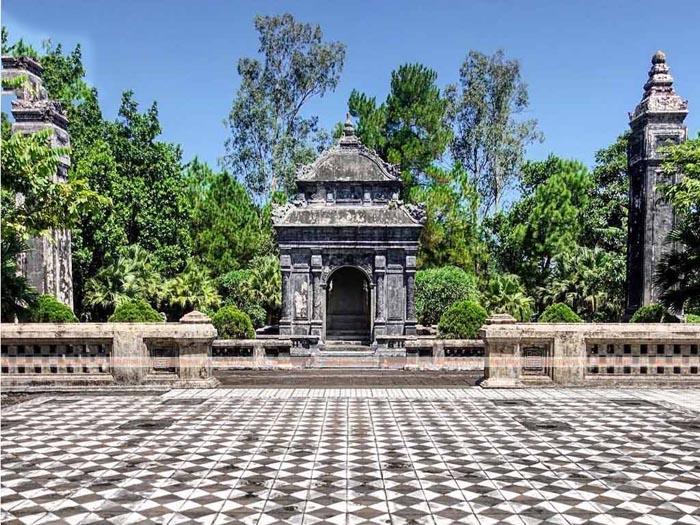 Lăng Đồng Khánh nhà Nguyễn - Dễ dàng nhận ra
