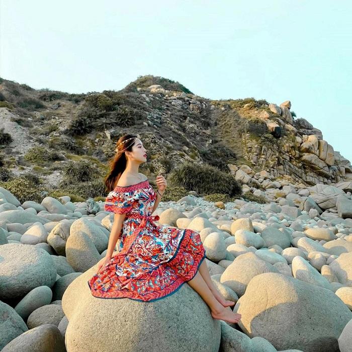 Son Hao beach - Round rock beach