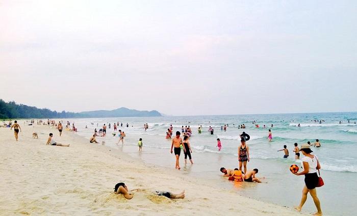 Son Hao beach - swimming