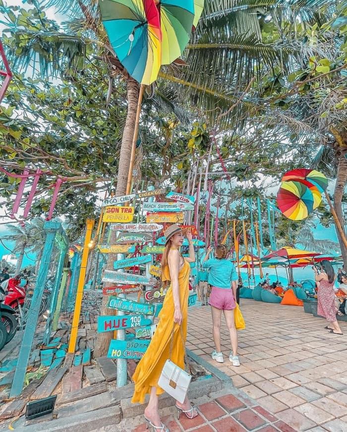 About Man Thai wooden fish market