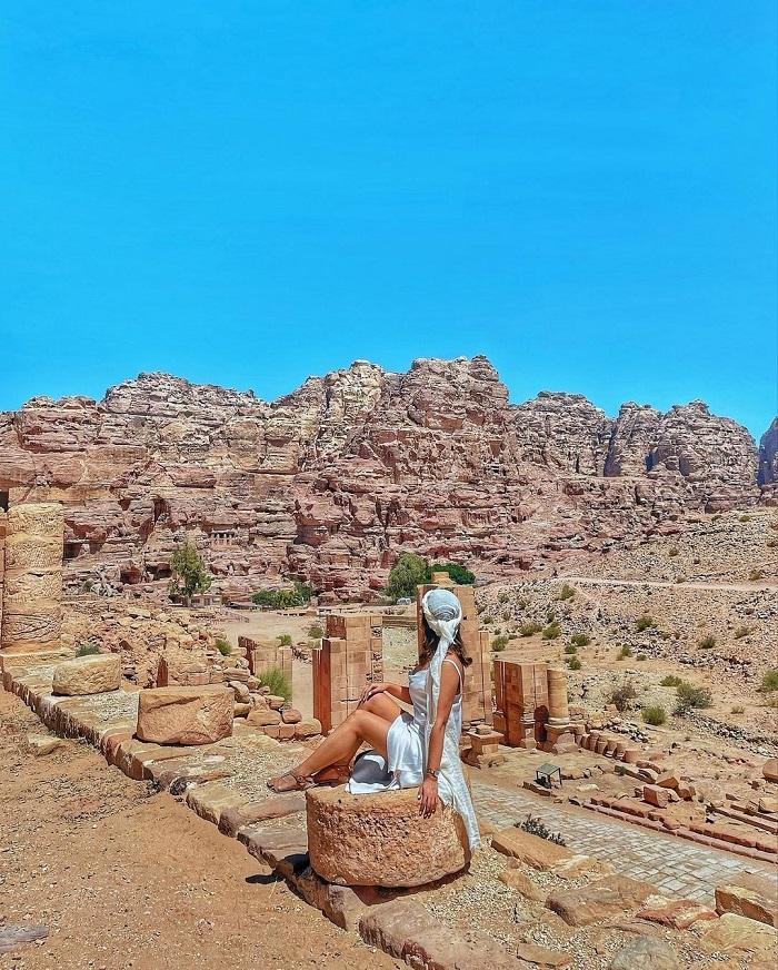 Vị trí có tầm nhìn xuống khu lăng mộ hoàng gia - Du lịch Petra Jordan
