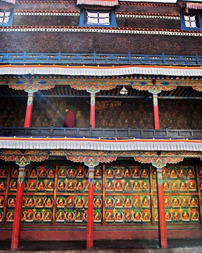 Chiêm ngưỡng bức bích họa mô tả hơn 1000 hình ảnh của Đức Phật Thích Ca Mâu Ni - Du lịch Shigatse