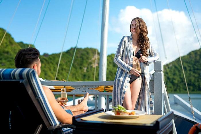 du thuyền 5 sao ở Hạ Long - Du thuyền Bhaya khu tắm nắng