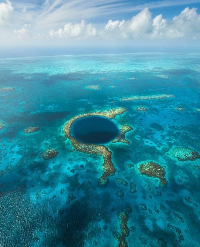 Great Blue Hole là một phần của Hệ thống Dự trữ Rạn san hô Belize