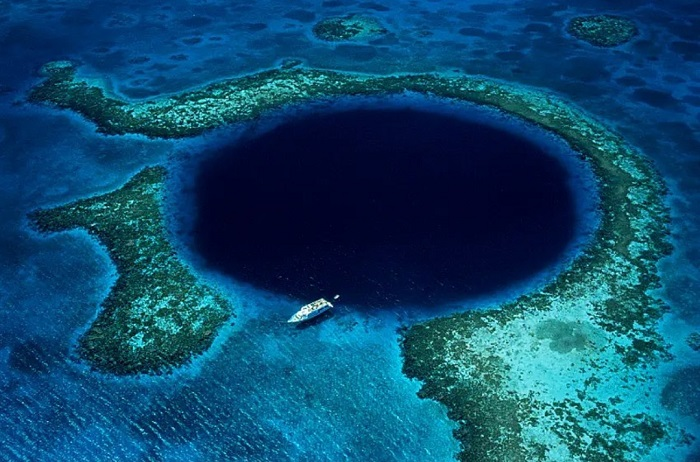 Great Blue Hole - 10 địa điểm tuyệt vời nhất trên trái đất