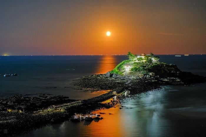 night - beautiful scenery at Ba island Vung Tau