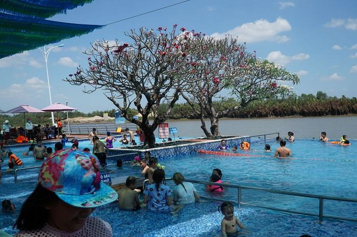 Khu du lịch gần Sài Gòn có hồ bơi - khu du lịch The BCR