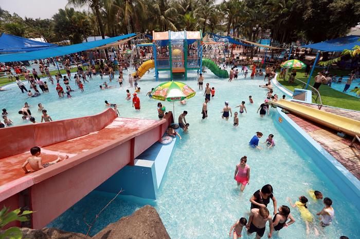 Khu du lịch gần Sài Gòn có hồ bơi - Công viên Đại Thế Giới vui chơi