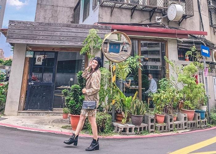 sống ảo - hoạt động không thể bỏ qua tại tiệm cà phê xuyên không Đài Loan