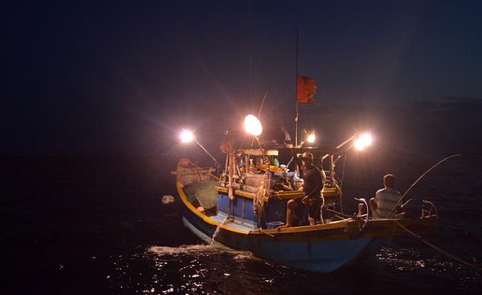 lalàng chài Cửa Việt Quảng Trị - câu mực đêm