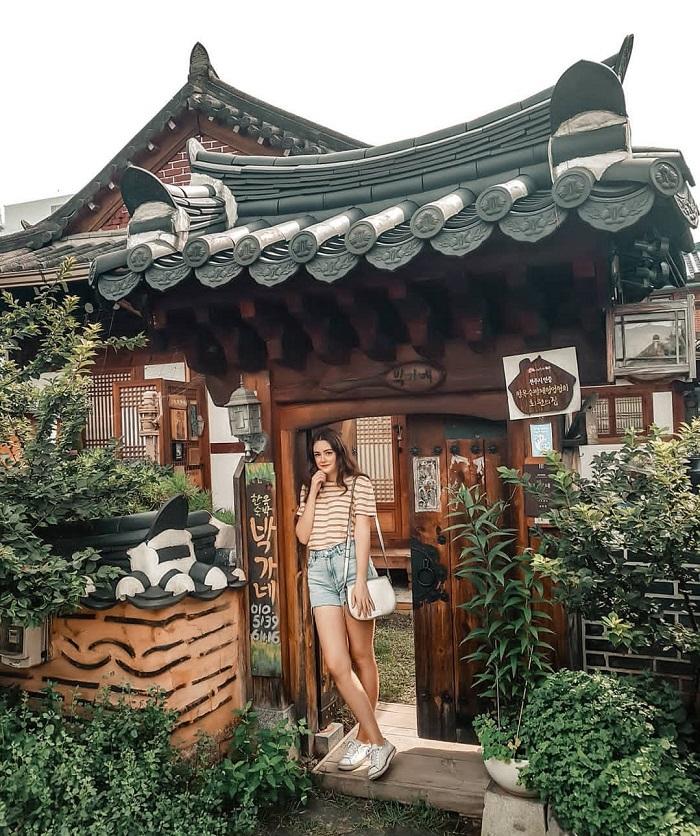 Đắm mình trong bầu không khí truyền thống và kiến trúc lịch sử Làng Hanok Jeonju
