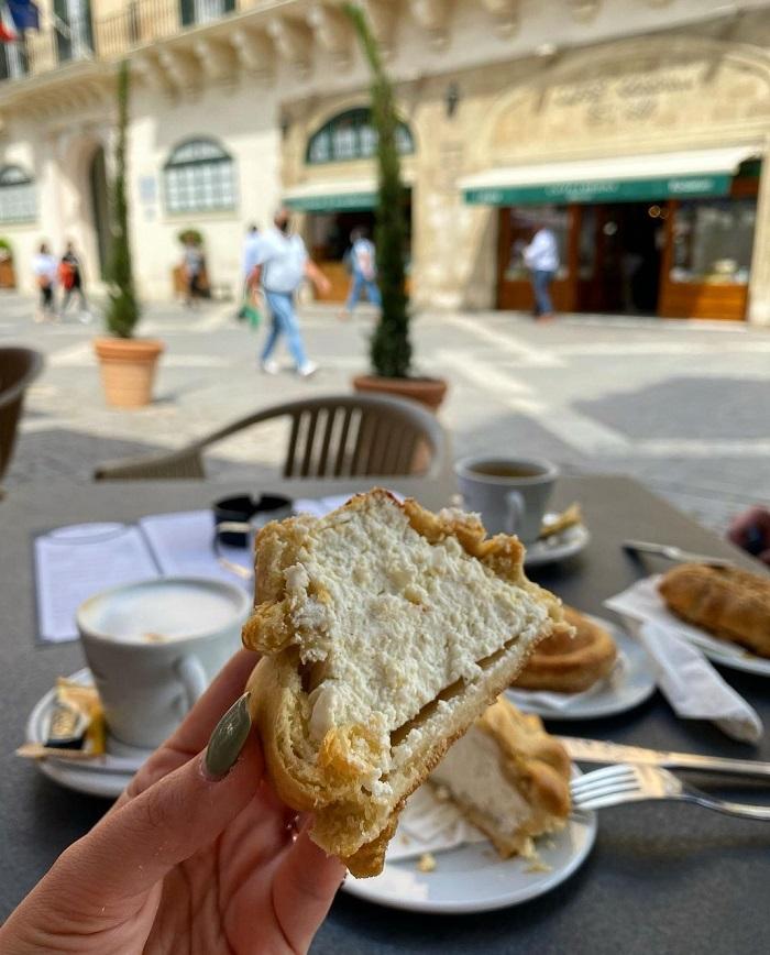 Bánh Pastizzi vị ngọt - Du lịch Malta