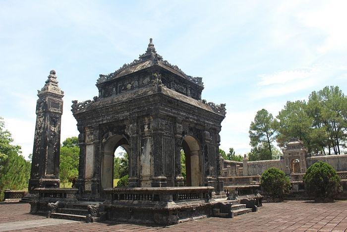 Lăng Đồng Khánh nhà Nguyễn - Một phần kiến trúc