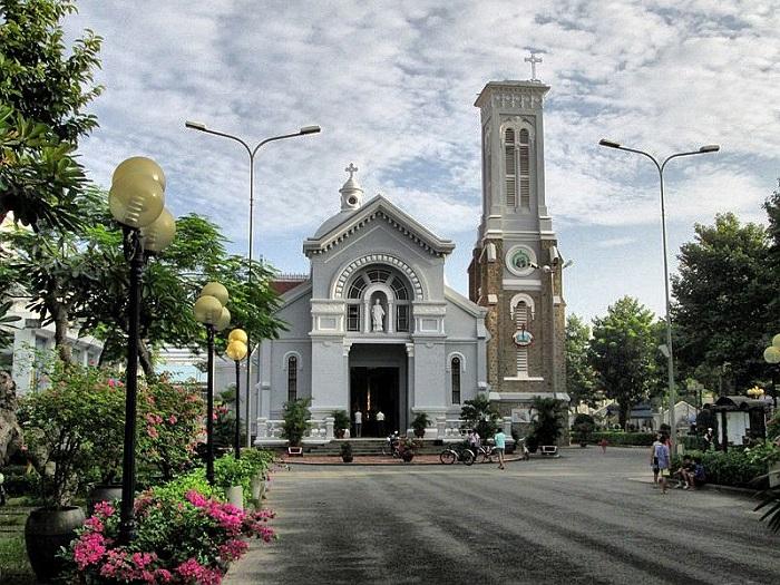 Famous church in Saigon - Hanh Thong Tay Church thờ