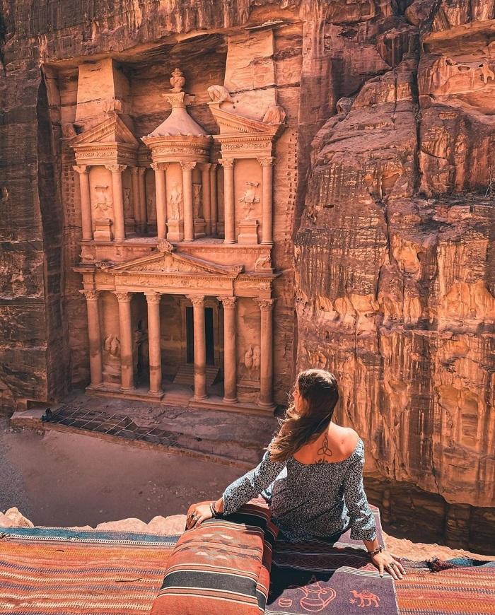 Quán cà phê có tầm nhìn tuyệt đẹp xuống kỳ quan - Du lịch Petra Jordan