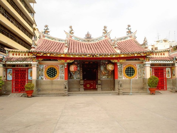 Saigon Chinatown - Nhi Phu Temple