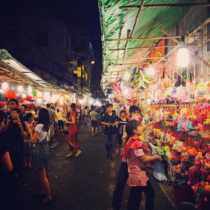 Saigon Chinese street - Luong Nhu Hoc lantern street