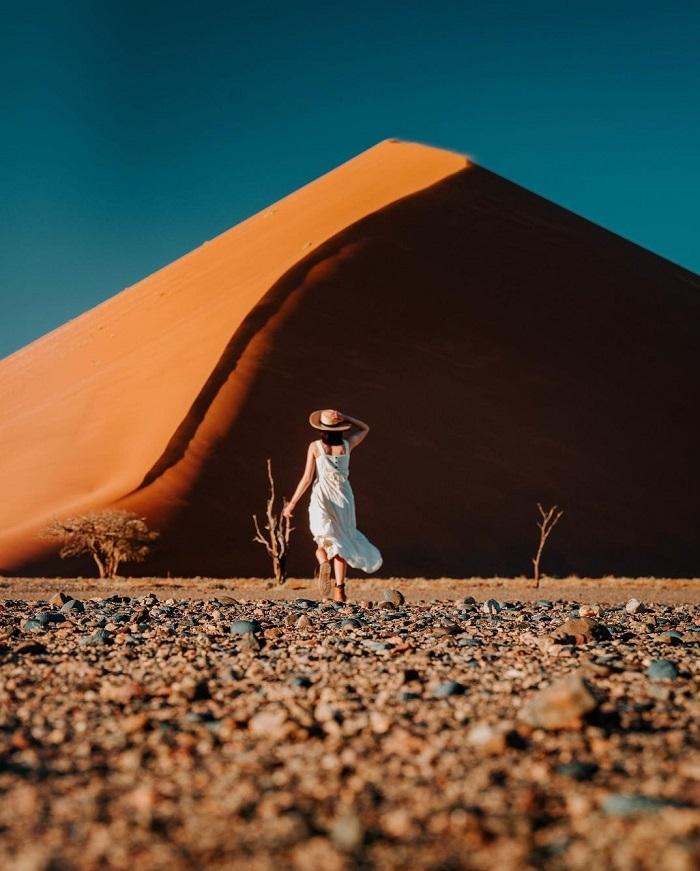 Một số cồn cát cao nhất của Sossusvlei cao tới hơn 300m - Sa mạc Namibia