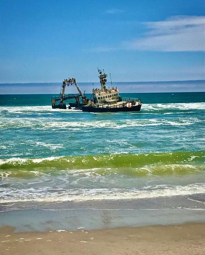 Con tàu bị đắm ngoài khơi bờ biển Skeleton - Sa mạc Namibia