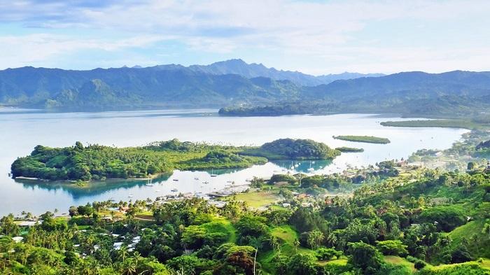 Vịnh Savusavu trong quần đảo Fiji