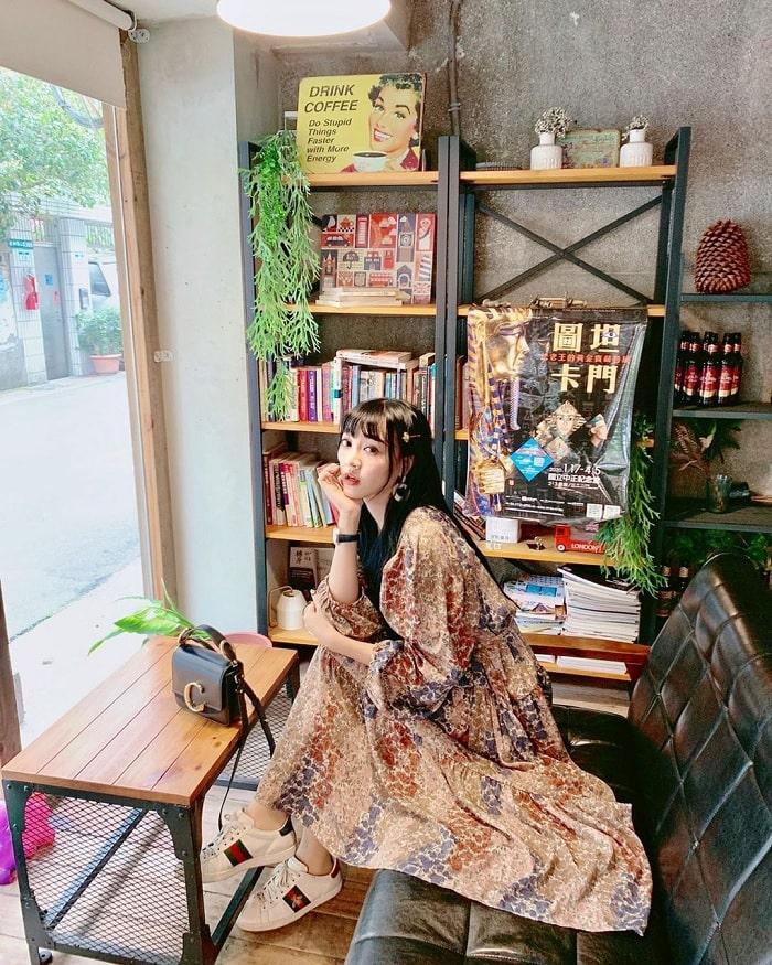 cửa kính - nét độc đáo của tiệm cà phê xuyên không Đài Loan
