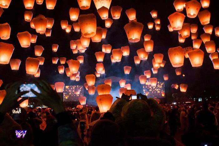 Đèn lồng được thả lên trời vào buổi tối trong Lễ hội đèn lồng Pingxi - Lễ hội ánh sáng đẹp nhất thế giới