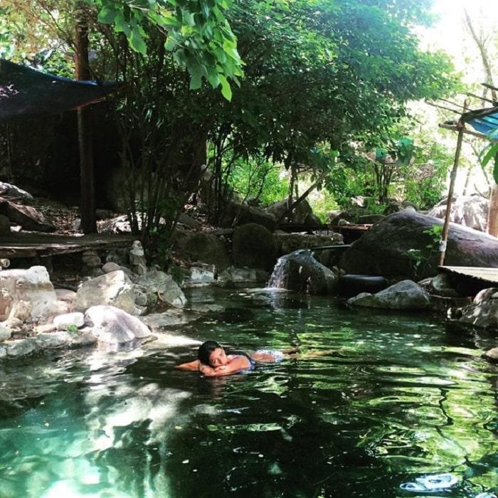Bathing in streams at Luong Stream Da Nang
