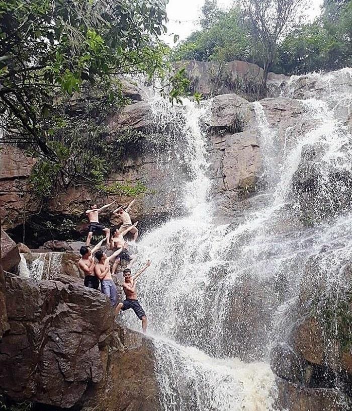Những thác nước đẹp ở Quảng Ninh- thác Lựng Xanh nổi tiếng