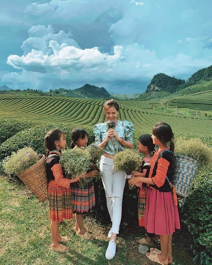 What is the most beautiful season to travel to Moc Chau - summer?