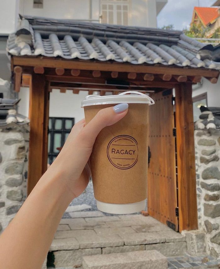The taste of coffee at the Korean alley cafe