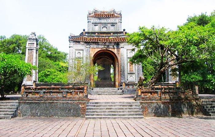Lăng Đồng Khánh nhà Nguyễn - Tư Lăng