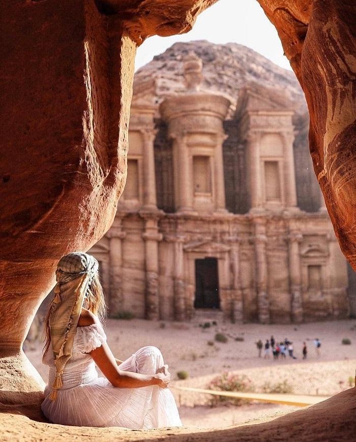 Trước lối vào của Petra Jordan