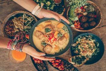 Check list ngay 6 quán ăn đường phố đáng thử nhất Ubud Indonesia