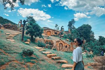 Đến Khu Du Lịch Bạch Mã Village, Thăm Làng Hobbit Phiên Bản Việt