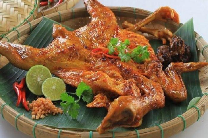 Mang Den specialties - Mang Den grilled chicken
