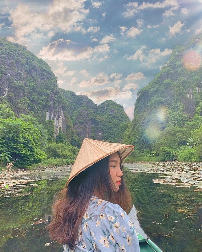 gioi-thieu-valley-ninh-binh-Come to Ninh Binh's Sunny Valley to fully enjoy the brilliant rays of morning sun