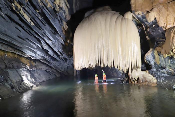 Hang Rục Mòn Quảng Bình – khám phá hang động nhũ đá đẹp 'si mê'
