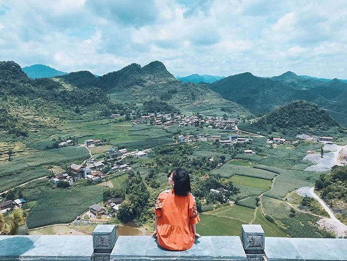 Ngắm cảnh ở cột cờ Lũng Cú Hà Giang