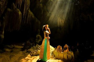 'Đứng hình 5s' trước vẻ đẹp siêu thực ở động Thiên Hà Ninh Bình